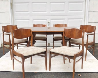 Mid-Century Modern Dining Room Set With Six Chairs
