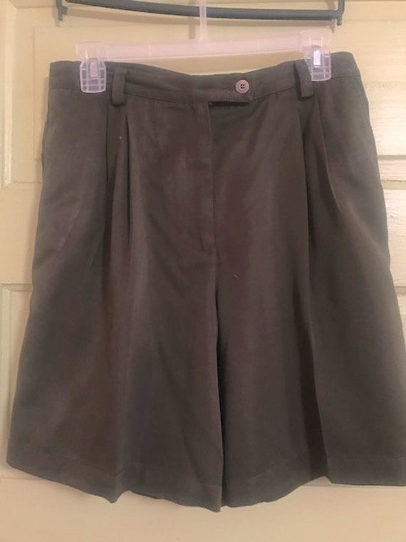 Beautiful Classic Tailored Shorts - Khaki Pleated