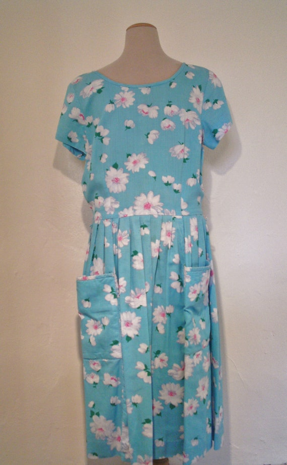 1950s turquoise daisy print dress