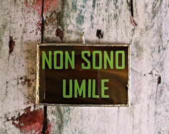 Non sono umile pendant in brown and green inspirational phrase, motivational quote in geometric rectangle glass medallion, meme jewelry