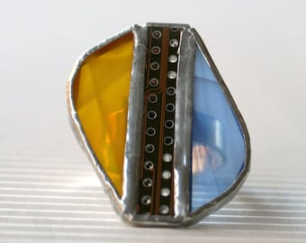Oval techie ring in blue and yellow glass and upcicled circuit board, base in sterling silver 925 adjustable OOAK