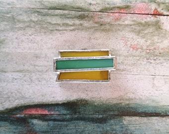 Small jewel brooch in yellow and green glass, unisex geometric bijoux brooch, decoration coat jacket, shawls foulard stoles jewel closure