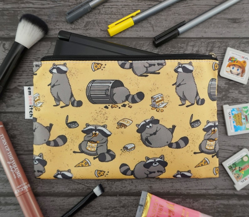 Rascally Raccoons Cute Animal Patterned Nintendo New 2DS XL / 3DS XL / PS  Vita / Kindle Zip Case - also for tablets, pencils, tools & makeup