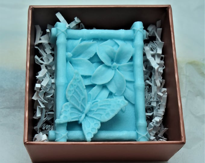 Beautiful 3D butterfly goat milk & shea butter soap in a pretty clear lid box.  Perfect for the nature or outdoor lover