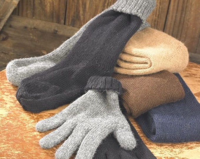 100% Alpaca knit reversible gloves are a versatile addition to any wardrobe. Double layering provides extra warmth.  Choice of colors