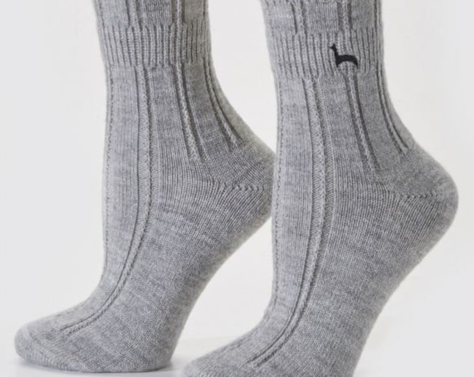 Alpaca socks infused with Aloe - Super soft and wearable anytime - even to bed! This alpaca Sock is ankle-length - gray in size L/XL.