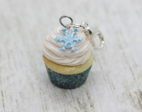 Winter Vanilla Cupcake Charm, Food Jewelry, Progress Keeper, Stitch Marker