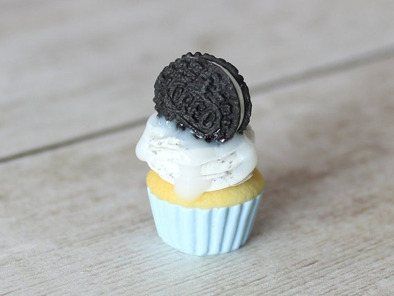 Cookies N Cream Cupcake Charm - Stitch Marker - Miniature food - Progress Keeper - Polymer Clay Charm - Ready to ship