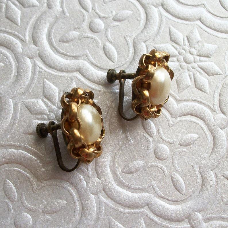 ON SALE Beautiful Faux Pearl Earring Set Gold Screwback Earrings Vintage Gold Pearl Button Earrings Screw Back Earrings Vintage Earrings