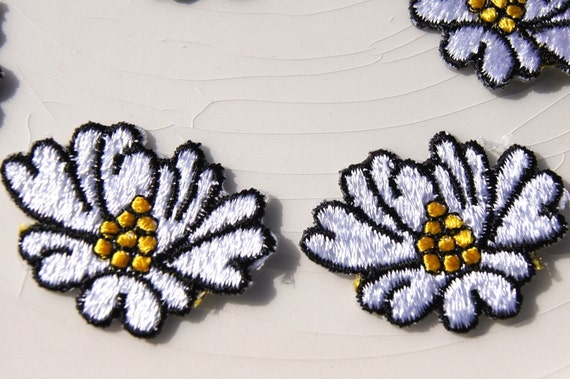 purple Flower Embroidery Iron On Appliqué Patch 424