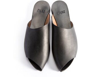 Sale, Black Leather Sandals, Flats Slip-Ons, Women Open Flat, High Style, Leather sandals, Peep Toe Designer Sandals, Revealing the toes