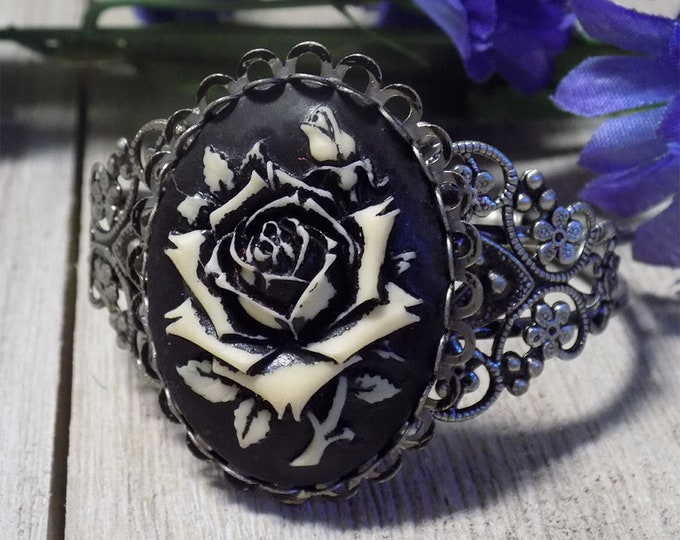 beautiful Victorian Vintage style cuff bracelet with large rose cabocon