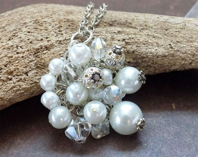 pearl pendat necklace