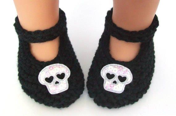 Halloween bébé chaussons - chaussons noir Mary Jane - à la main en tricot doux bébé nouveau-né fille chaussures avec des crânes irisés - péruvien Pima coton