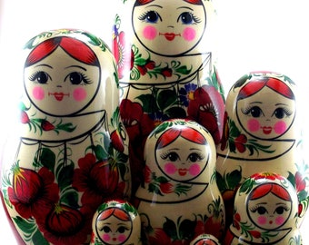 Matryoshka 10 pcs Russian nesting dolls babushka. Stacking wooden toy for kids made in Russia. Christmas or birthday gift for granddaughter