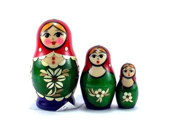 Nesting dolls for kids 3 pcs Russian matryoshka babushka. Stacking wooden toy made in Russia. Christmas or birthday gift for granddaughter