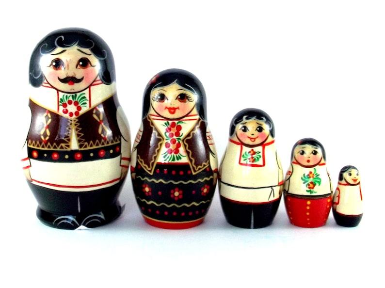 Nesting Dolls 5 pcs Russian matryoshka babushka Moldova. image 0
