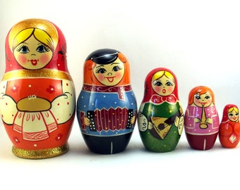 Nesting dolls 5 pcs Russian matryoshka babushka. Stacking wooden toy for kids made in Russia. Christmas birthday gift for granddaughter her