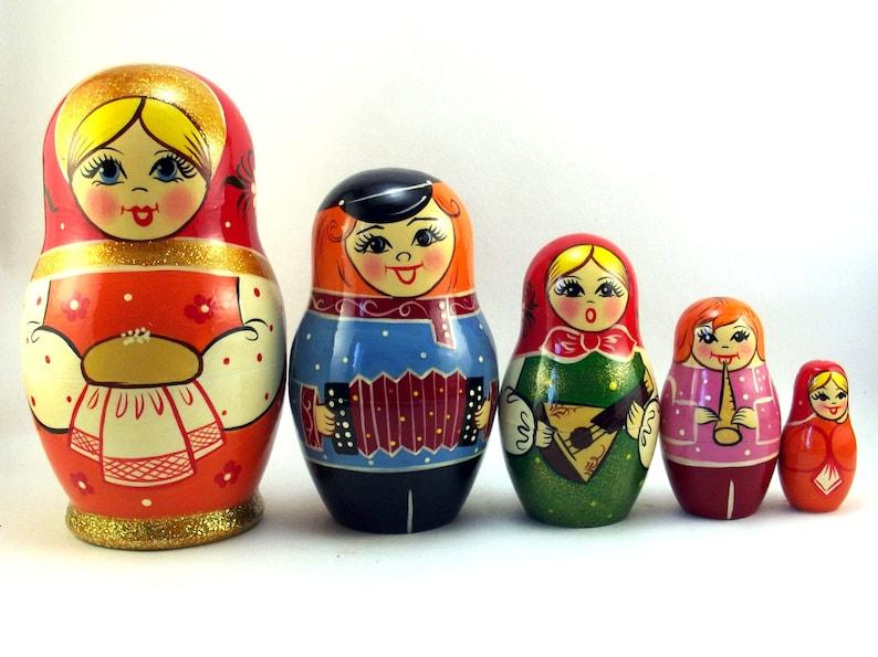 Nesting dolls 5 pcs Russian matryoshka babushka. Stacking image 0