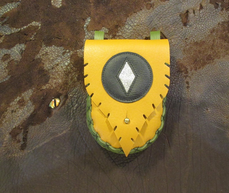 Reserved Listing phone-sized! with gold diamond emblem P065 Tawny-gold and green bull hide leather belt pouch