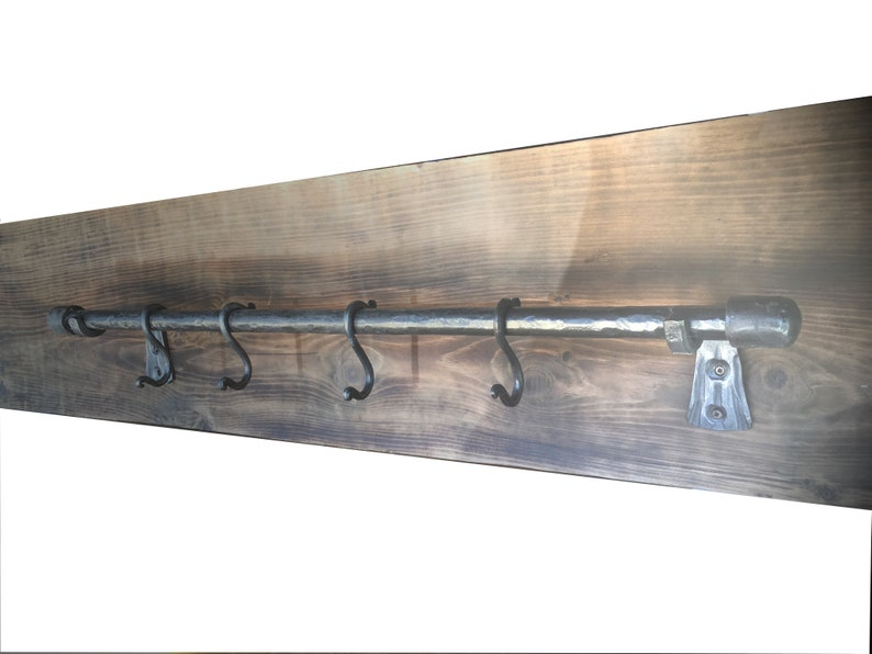 Wall pot holder with hooks
