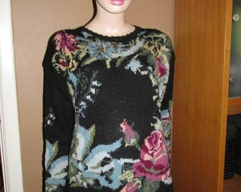 Vintage wool pullover.100% wool pullover with rose design.