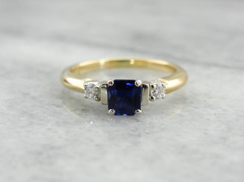 229fc4e2dfd1 Tres piedra anillo de compromiso anillo cuadrado zafiro