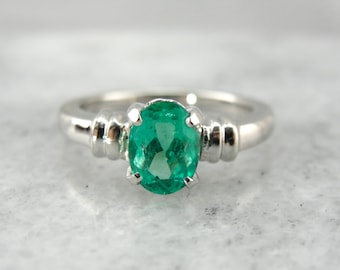 Emerald Engagement Ring in Vintage Platinum Mounting, Cocktail Ring, Statement Ring, Fine Gemstone Solitaire  D5VYPA