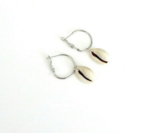 Cowrie shell hoop earrings, Gold hoop earrings with cowrie, Gold cowrie hoops, Cowrie earrings, Hoop earrings, Summer earrings, Gift for her