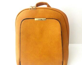 Σακίδιο κίτρινο με εξωτερική τσέπη, Yellow backpack