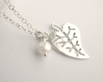 Sterling silver leaf necklace- Freshwater pearl necklace- Minimalist necklace- Wedding necklace- Gift for her- Simple everyday necklace