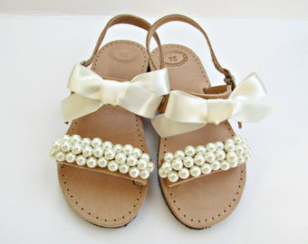 Flower girl sandals / Wedding sandals / Girl sandals/ Ivory pearl sandals / Greek sandals / Summer shoes / Beach wedding / Ivory flats