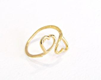 Επίχρυσο δαχτυλίδι με δύο καρδιές / Two hearts ring