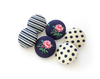 Blue fabric covered buttons - Size 36 22mm 7/8 in - Sewing buttons - Retro fabric buttons - Polka dots buttons - Floral vintage buttons