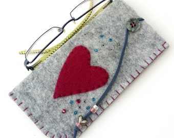 Felt eyeglasses case - Heart eyeglasses case - Grey felt case with red heart - Christmas gift - Handmade case - Reading glasses pouch