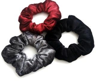 Black red grey velour scrunchies, Σετ χειροποίητα λαστιχάκια για τα μαλλιά