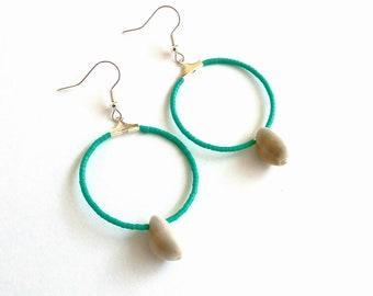 Σκουλαρίκια τυρκουάζ κρίκοι με κοχύλια / Cowrie shell earrings