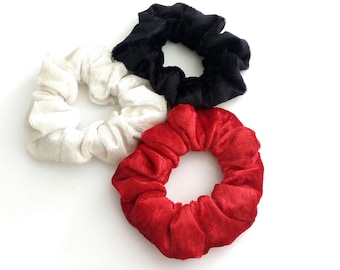 Set of 3 velour scrunchies in red black and white / Σετ 3 λαστιχάκια μαλλιών