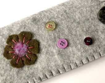 Grey felt eyeglass case-Mother's day gift-Felt case-Flower felt case-Grey,purple,green buttons -  Eyeglasses case - Felt flower and buttons