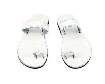 White toe ring sandals/ White Greek leather sandals/ Summer sandals/ Wedding sandals/ Beach shoes/ Ancient sandals/ Women sandals