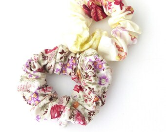 Set scrunchies Retro floral scrunchies, Pink floral scrunchies, Handmade scrunchies, Hair accessories/ Σετ λαστιχάκια για τα μαλλιά