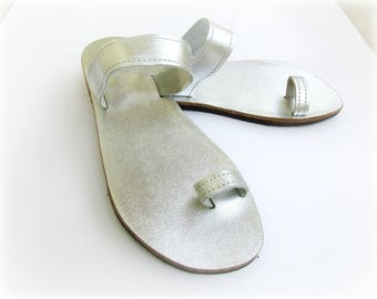 Silver leather toe ring sandals/ Greek leather sandals/ Beach wedding shoes/ Luxury sandals/ Summer shoes/ Bridal party flats/ Wedding shoes