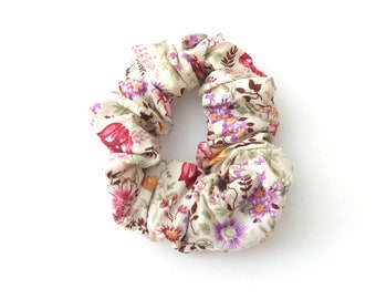 Floral scrunchies, Pink floral scrunchies, Handmade scrunchies, Fashionable Hair accessories, Gift for her, Cotton scrunchies