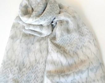 Φουλάρι με γραμμικό σχέδιο γκρι / Grey fabric scarf