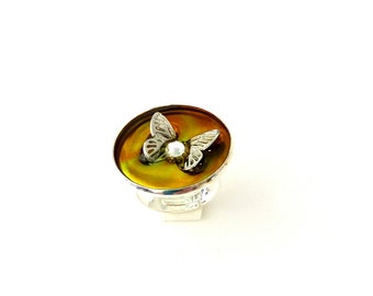 Δαχτυλίδι με πεταλούδα / Adjustable ring with colorful resin and butterfly
