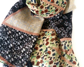 Φουλάρι με λουλούδια και φουντάκια / Floral print scarf