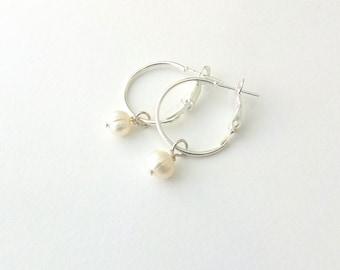 Σκουλαρίκια κρίκοι με μαργαριτάρι / Freshwater pearl hoop earrings