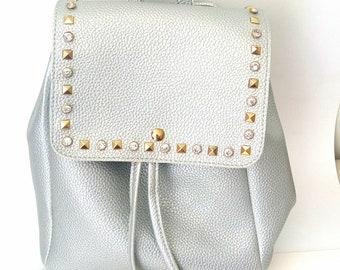 Σακίδιο ασημί με τρουκς / Silver backpack