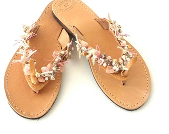 Beach wedding leather sandals -Greek leather sandals - Sea shell decorated sandals - Pink shell and beads flip flops - Beach shoes