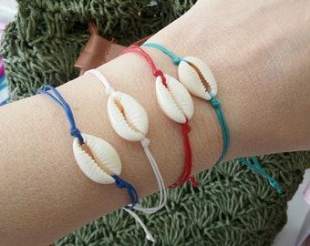 Cowrie shell bracelet Summer jewelry, Cowrie string bracelet, Beaded seashell bracelet,Adjustable minimalist jewelry, Beach Layering jewelry